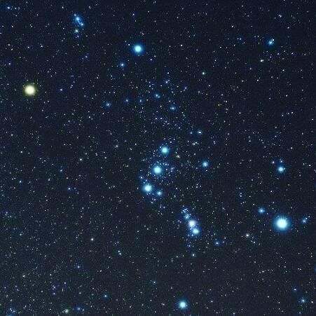 Ed ecco come appare (all'incirca) Orione nel cielo invernale...ma voi ce lo vedete un cacciatore? #astronomiti #astronomia #mitologia #podcast #podcastitalia #podcastitaliani #racconti #raccontiamo #sottolestelle #miti #antichità #anticagrecia #pl… https://instagr.am/p/CAk9h_XhnvT/pic.twitter.com/zSsJ5iwThK