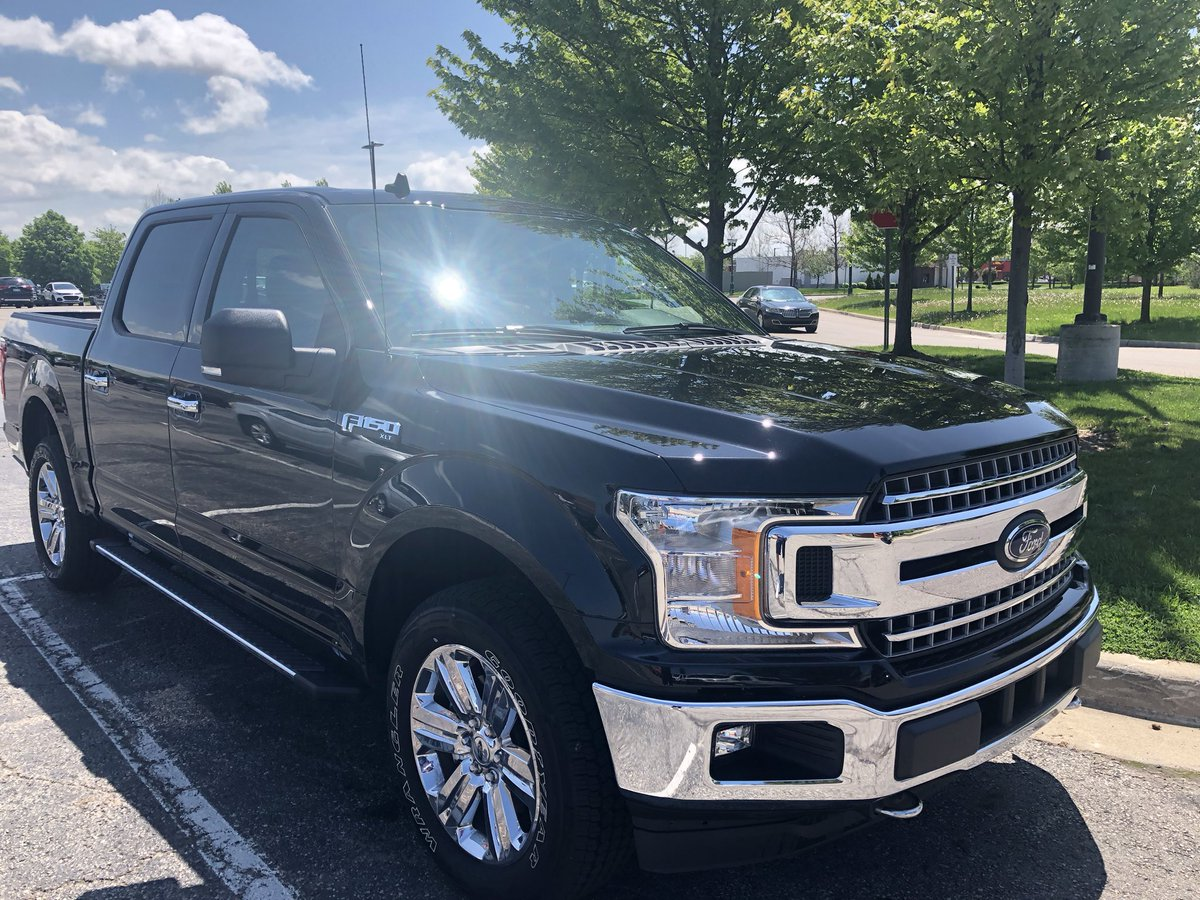 When she has that gleaming sparkle ......vroom vroom!! #FordF150 #Savage #Views pic.twitter.com/klTaYAotiI