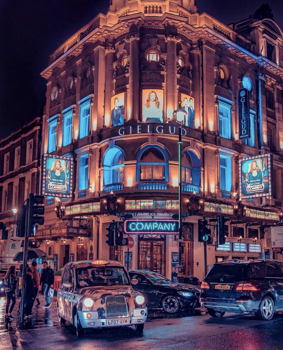𝐅𝐄𝐀𝐓𝐔𝐑𝐄 𝐏𝐎𝐒𝐓 from the incredible @nk.vision on Instagram.   We hope you're all in good company as we get through lockdown. We can't wait to welcome you all back to London's West End soon!! 🙌  #London #ShaftesburyAvenue https://t.co/aJyh1QfzE3
