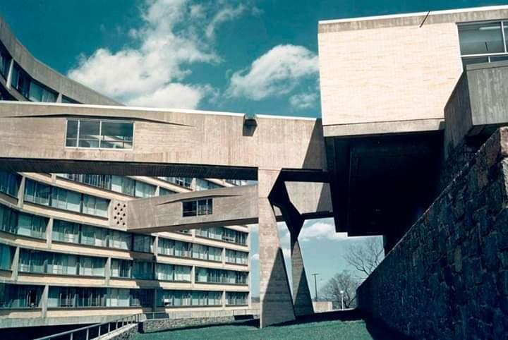 New York City University's Bronx Campus. 1961 by Marcel Breuer... #architecture #arquitectura #MarcelBreuer #Breuerpic.twitter.com/zUFTpzxUqf