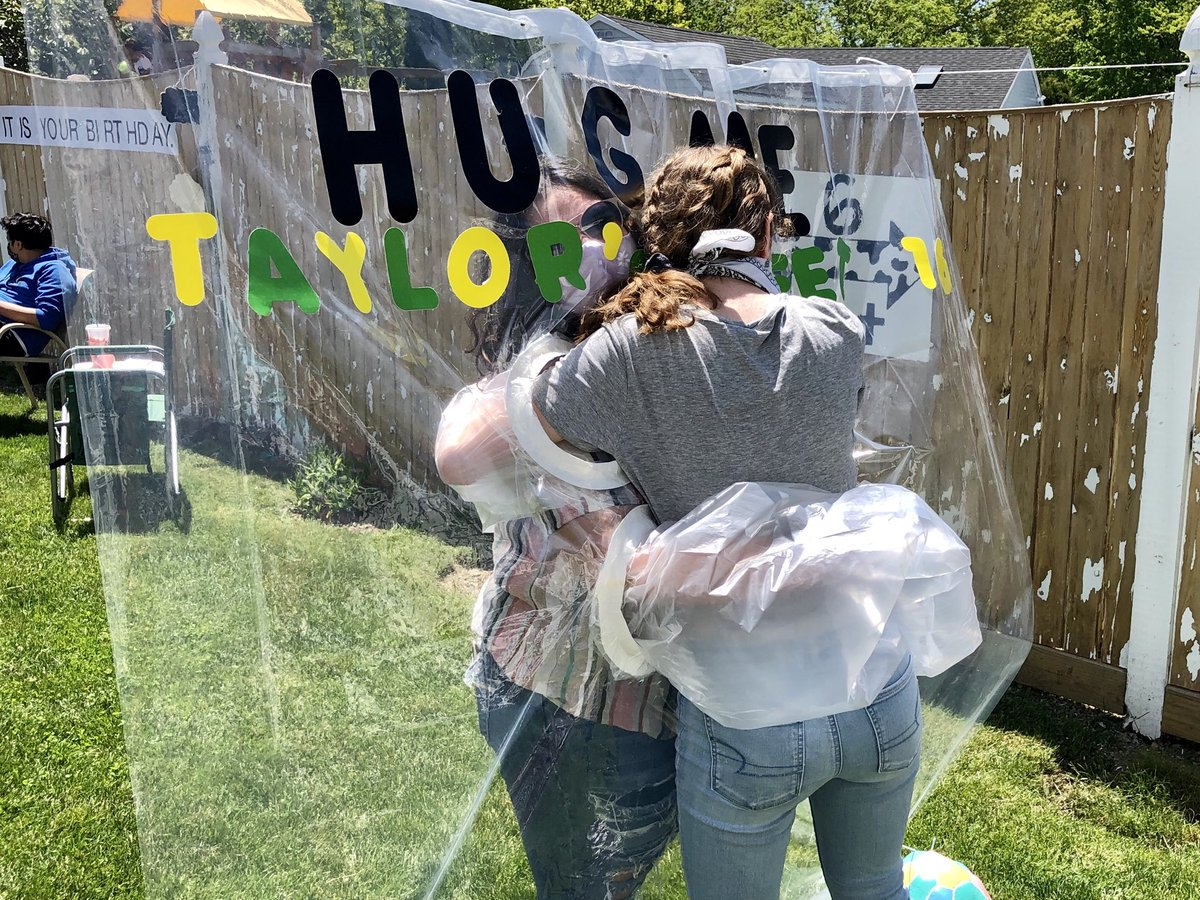 Hug me booth for Taylor Ross's sweet 16 today in Peabody. #wcvb #boston pic.twitter.com/8iCslzVwHY