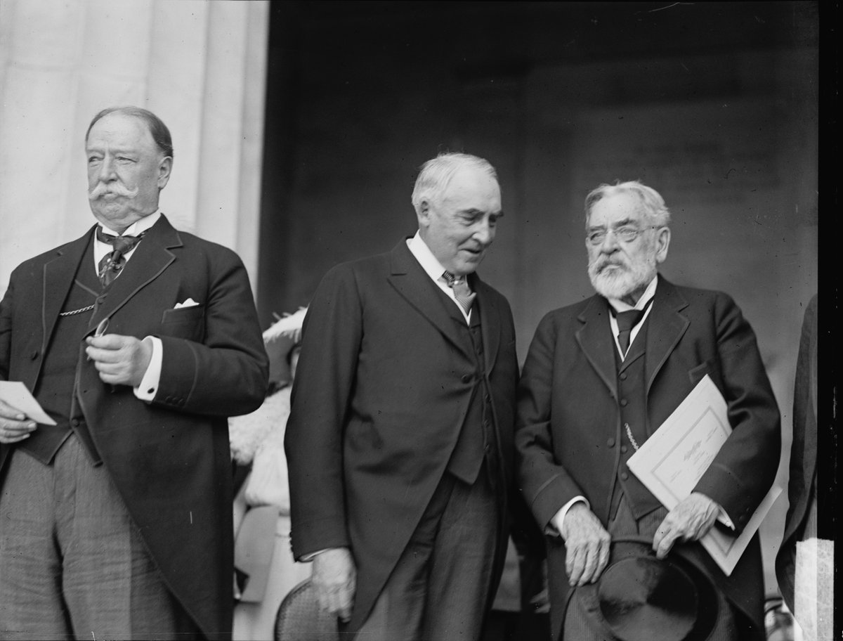 On Decoration (Memorial) Day, this week 1922, Chief Justice William Howard Taft, President Warren Harding and Robert Lincoln dedicated Lincoln Memorial:   #LOC https://t.co/B3YRcU1Dz3