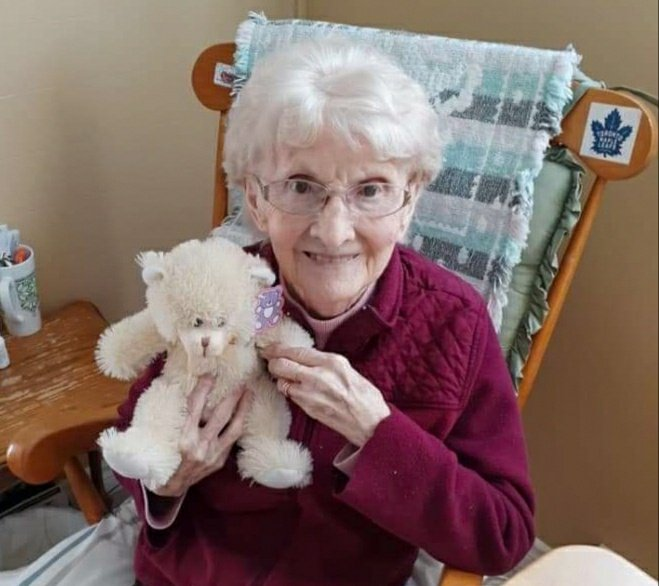 𝗡𝗲𝘃𝗲𝗿 𝘂𝗻𝗱𝗲𝗿𝗲𝘀𝘁𝗶𝗺𝗮𝘁𝗲 𝗡𝗮𝗻  It's been a scary past month or so but I'm happy to say that Nan & my #family members have fully recovered from #COVID. We appreciate all the . You make a man & his Nan feel some good. Stay safe out there for Nan's sake pic.twitter.com/2cRL8vEIla