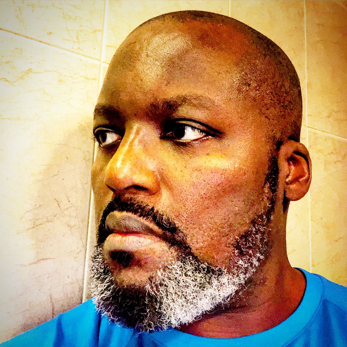 Getting the hang of doing it myself for the second time during the lockdown #homebarber #barber #haircut #beardtrim #shave #nairobi #kenya #africa #quarantine #lockdown #covid19 #coronaviruspic.twitter.com/MHpE3t1H2F