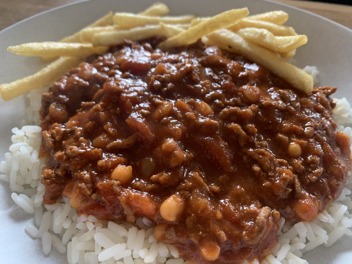 Homemade chilli tonight  Nice & spicy too  Did you know I like to #cook & eat  pic.twitter.com/J7uLfMhPxM