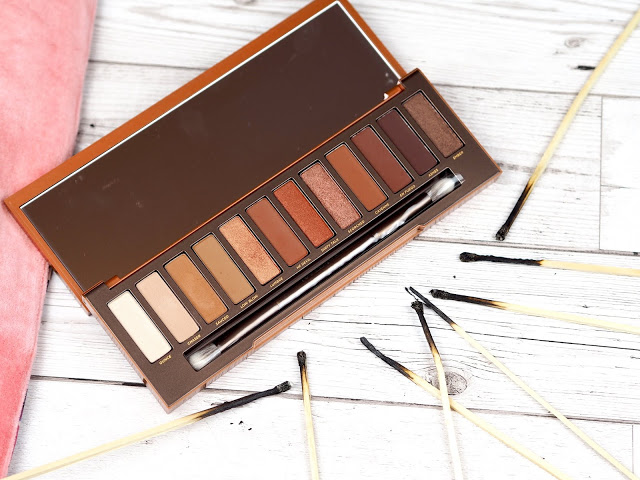 To this day, this @UrbanDecay palette is still one of my favourites ❤️      #fbloggers #bbloggers #lbloggers #beautyblogger #heat #makeup #essexbloggers