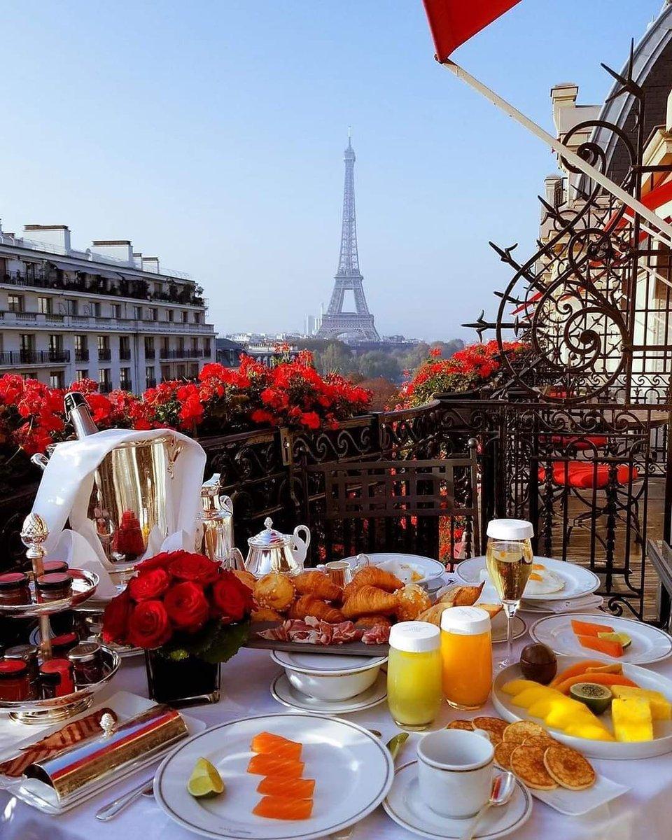 Breakfast with a view  #paris #france #eiffeltower #toureiffel #breakfast #breakfasttime #vacation #travelpic.twitter.com/d7WkokaeAL