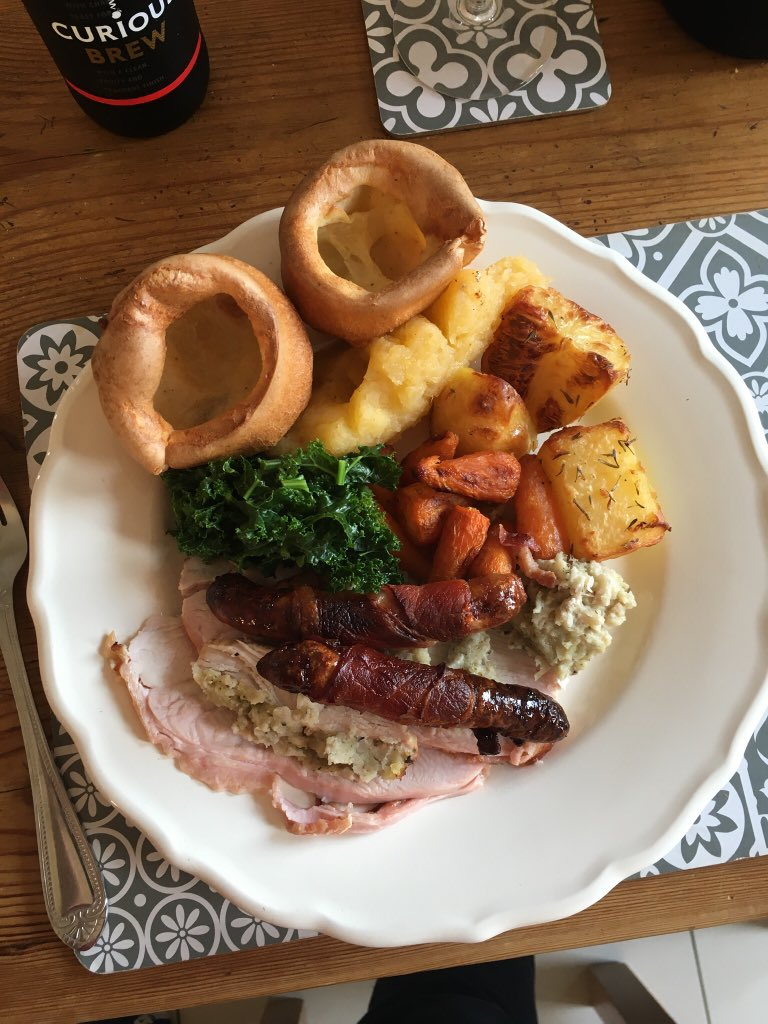 @ratemyplatenow look at this beauty.  #sundaylunch <br>http://pic.twitter.com/qeIcbchuXk