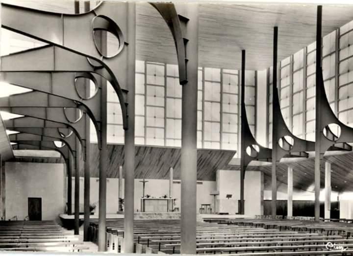 Interior of the church of Sainte Bernadette, Dijon, France... #architecture #arquitectura #interior  https://fr.wikipedia.org/wiki/%C3%89glise_Sainte-Bernadette_de_Dijon…pic.twitter.com/LC6FDrHSKF