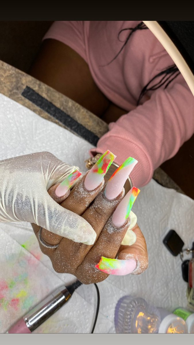"""Get into these Nails Ladies I am a  Hosuton,Tx Nail tech and now accepting new clients  #nails #nailedit #nailart #nailsofinstagram #twitternails  Book """"Freestyle Long  """"pic.twitter.com/0qhTKbENev"""