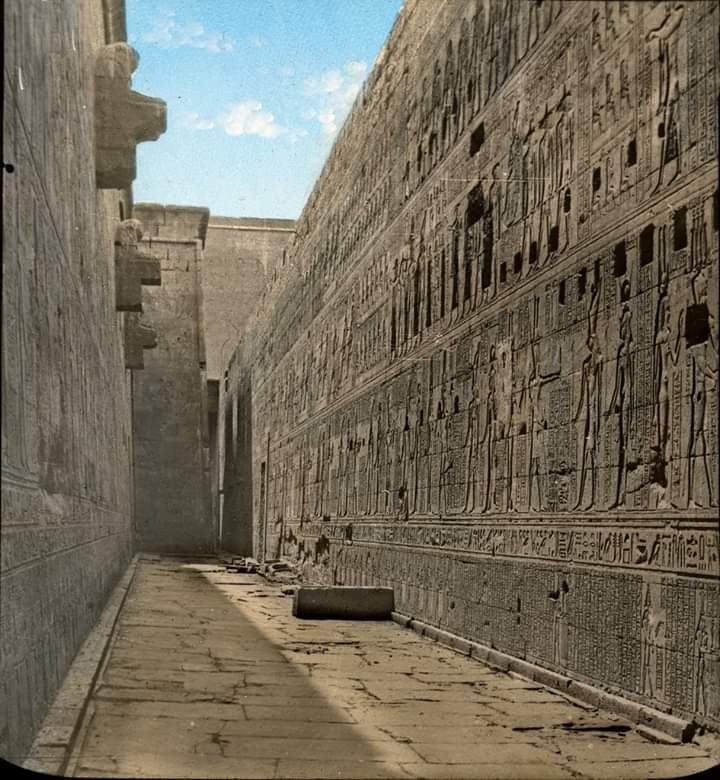 The ruins of the Temple of Edfu... #architecture #arquitectura pic.twitter.com/ODdEYEQzq7