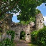 Image for the Tweet beginning: Ah, Reigate Castle grounds. I