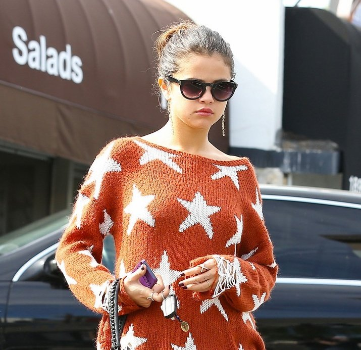 Selena Gomez as Taylor Swift, a thread: <br>http://pic.twitter.com/w2D5wJDXes