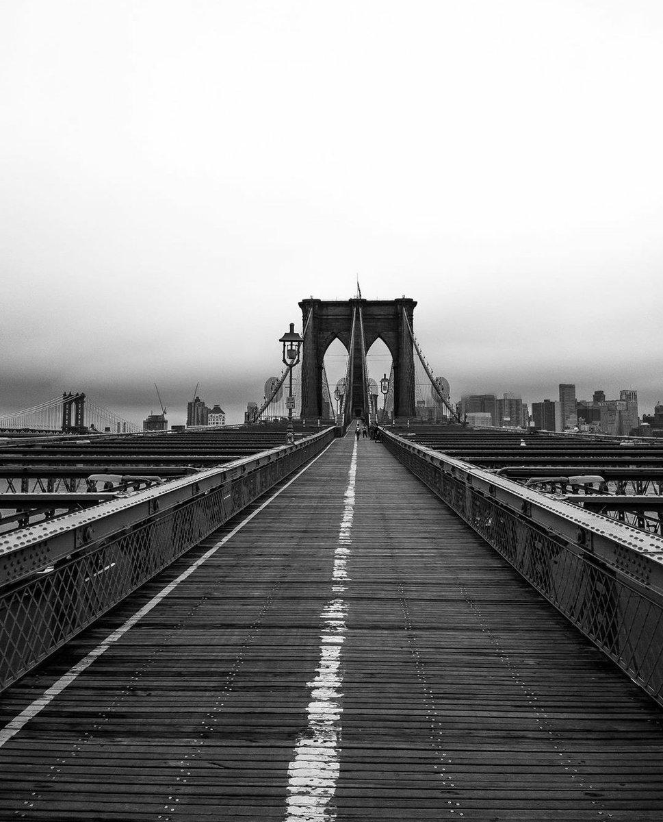 137 seasons but still rocking! Happy b day #BrooklynBridge. via: @newyork_ig  ___________________________________ pic.twitter.com/EOf7jTCIwf