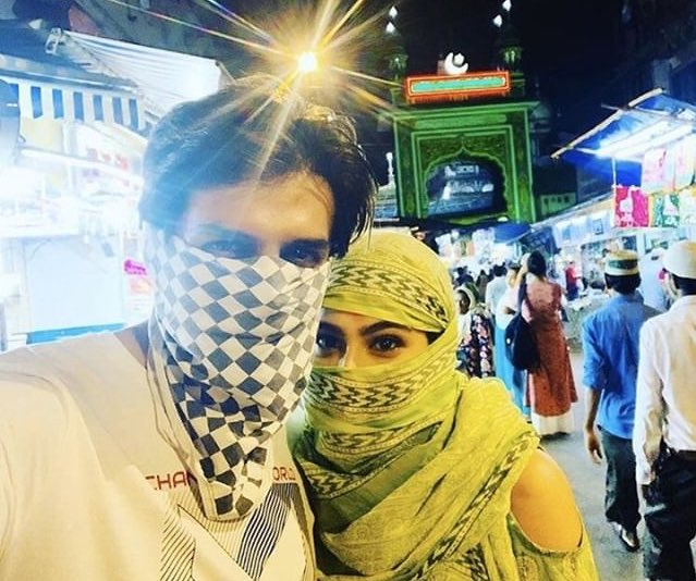 From last eid !  These two beauties @TheAaryanKartik & #SaraAliKhan , when they visited Mosque #عيد_مبارك #عيد_الفطر_المبارك #eidmubarak2020 #KartikAaryanpic.twitter.com/L8hzXkuUGM