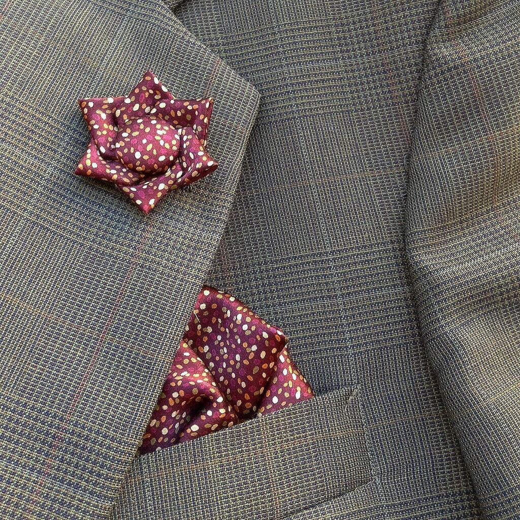 Lots of guys like this silk satin. The #kanzashi lapel shape is pretty unique and the pocket square is, well, it's a cool pocket square. Nuff said. * Click my bio link to check it out. . . . . . . #pocketsquares #tsumamizaiku #menswearfashion #sartoriali… https://instagr.am/p/CAlOQmHpH0I/pic.twitter.com/pzaX9mDOSo