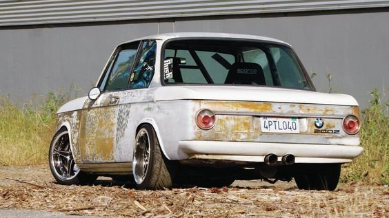 #BMW   2002 (1972)  more & infohttp://www.superstreetonline.com/features/eurp-1109-1972-bmw-2002/…pic.twitter.com/jM83HSxubu