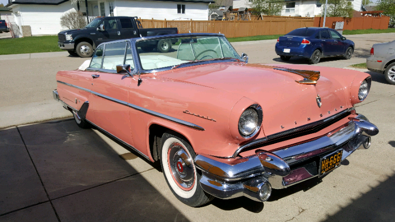 1955 #Lincoln #Capri #Convertible; 341 cid, 4 bbl, 225 hp; Lincoln Turbo-Drive automatic; Fins became more prominent this year, mainly because they terminated well beyond the trunk lid rather than rising above it. Note the convertible enjoyed leather upholstery. pic.twitter.com/ta9YIkifof