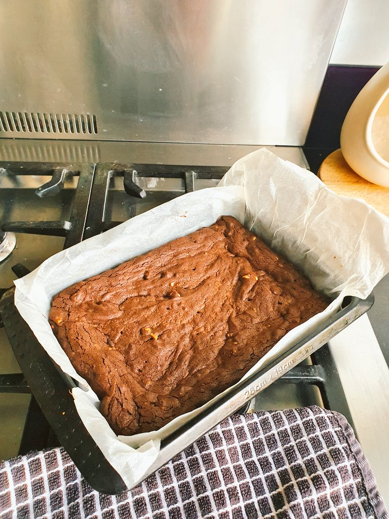 Flour may be hard to find or youre coeliac like @PhilColecomms - so thank you @BegumNadiya for your really easy recipe for no-flour brownies. Job done 👩🏻🍳