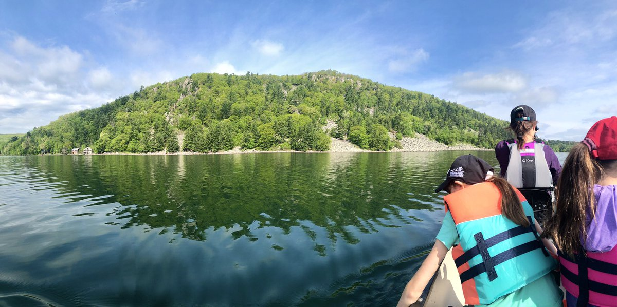 Got the kids up nice and early to do a bit of canoeing at Devil's Lake.  The lake was still and gorgeous.  #outdoors pic.twitter.com/ihJeyH5Hyl