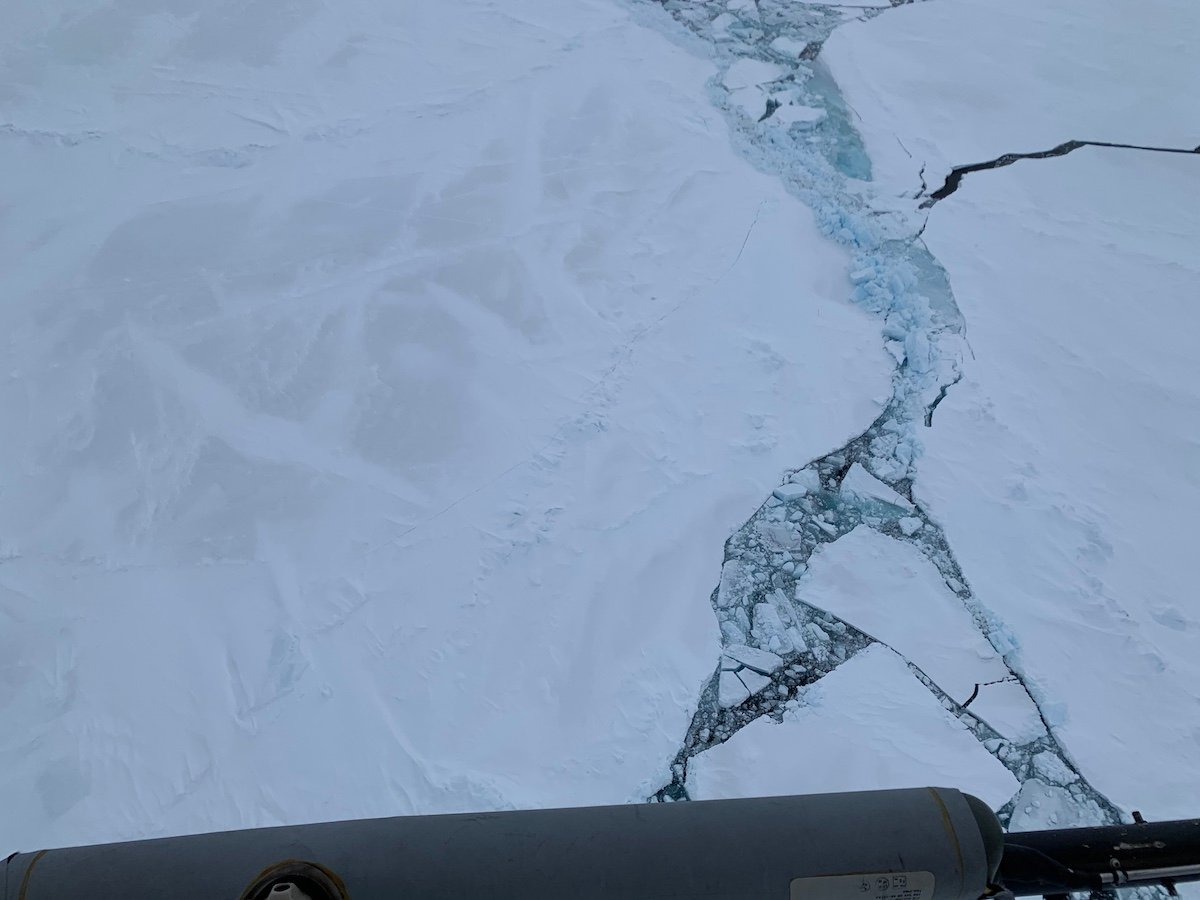 Thick second-year #seaice gives #RVPolarstern a tough time for the journey from the @MOSAiCArctic floe southwards. Even though today's ice recon flight revealed similar challenges for the next days, I was fascinated by first evidences of Arctic summer: widespread melting #snow! pic.twitter.com/JSwd86JCug