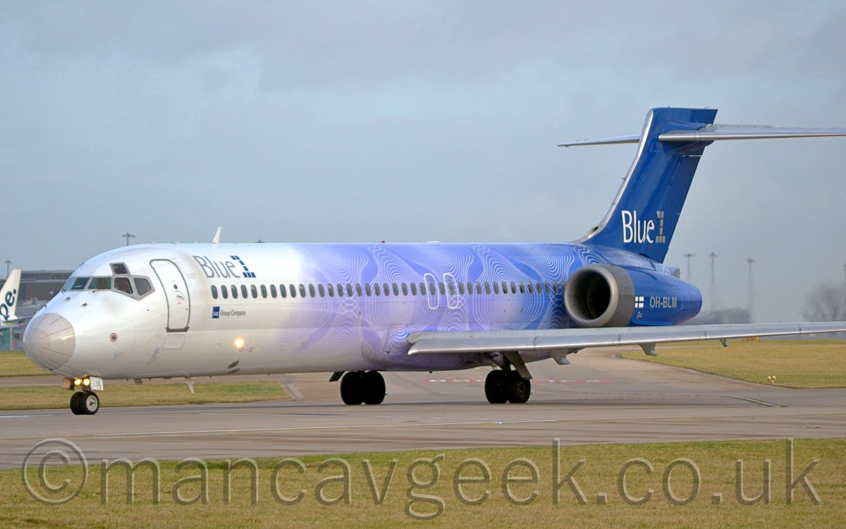 Photo of the Day 2020-05-24. OH-BLM, Boeing 717-23S, Blue1, lining up on Runway 23L for take off at Manchester Airport, 26th January 2016. #avgeek #planespotting #potd #manchester #man #egcc #southside #23lHold #boeing #b717 #blue1pic.twitter.com/M4PTfFecDC