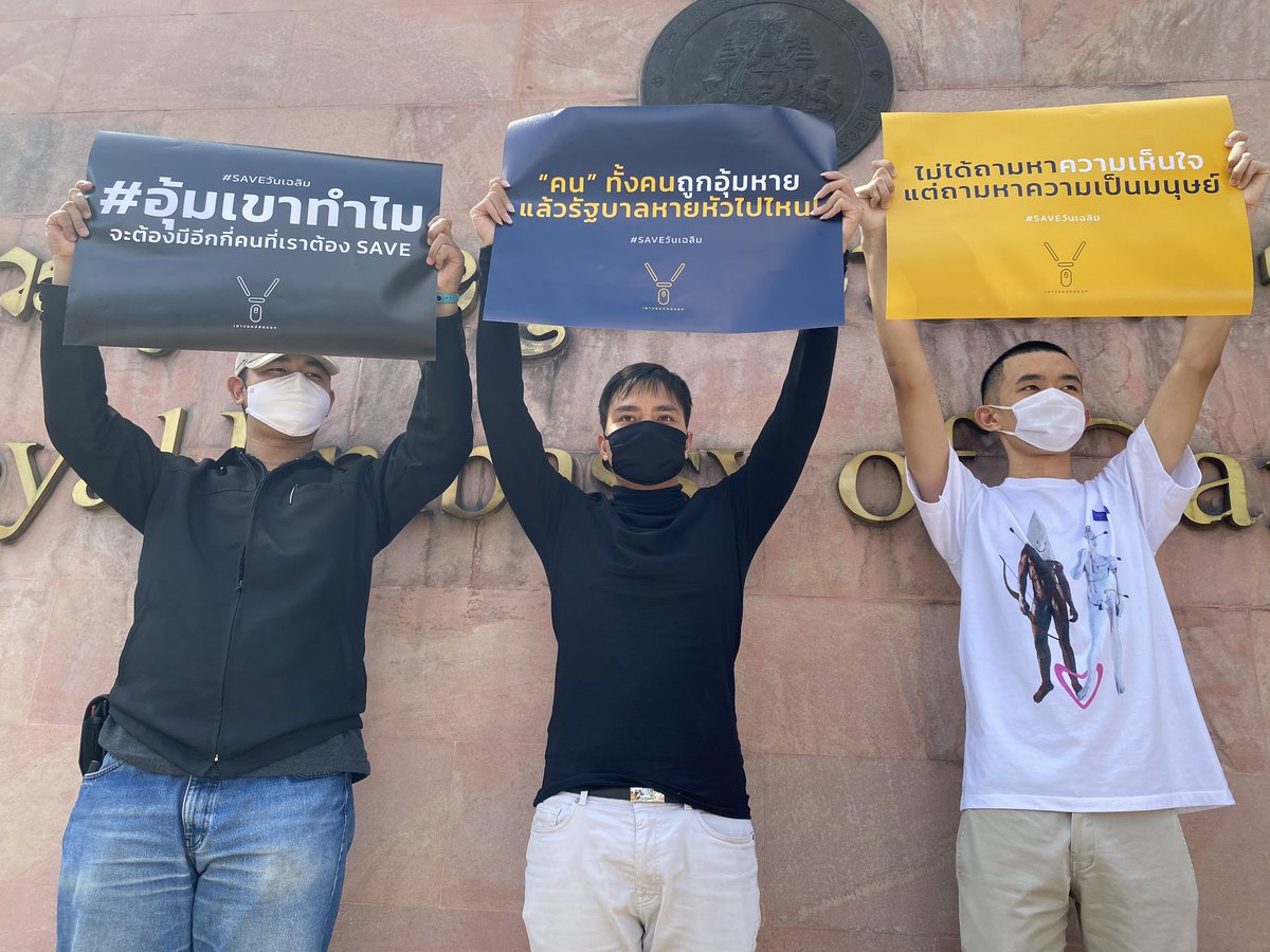 Group of protesters gathering in front of Cambodia embassy in Bangkok calling for investigation after Thai political activist, Wanchalearm Satsaksit was abducted last week. #saveวันเฉลิม https://t.co/dMUY3VCDYq