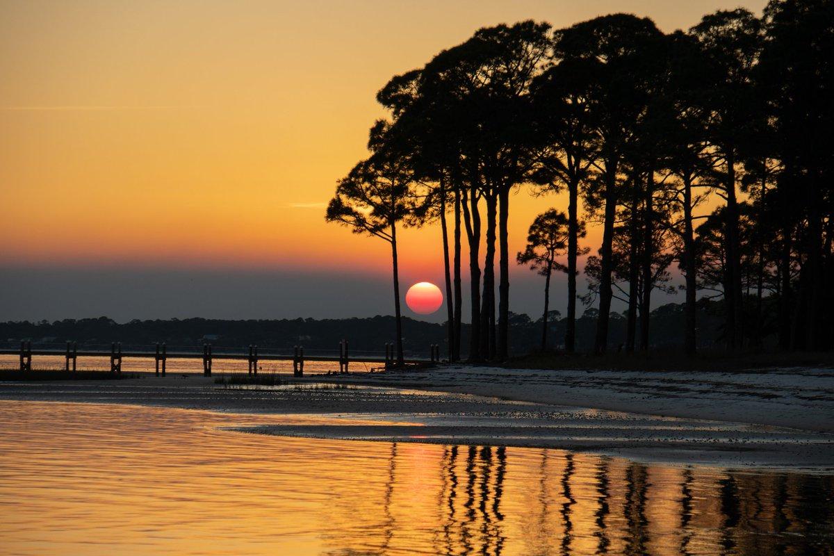 Sunset at the beach #sunset #beach #water #orange #yellow #SUN #photography #PHOTOS #canonpic.twitter.com/s5ELU2Q6eQ