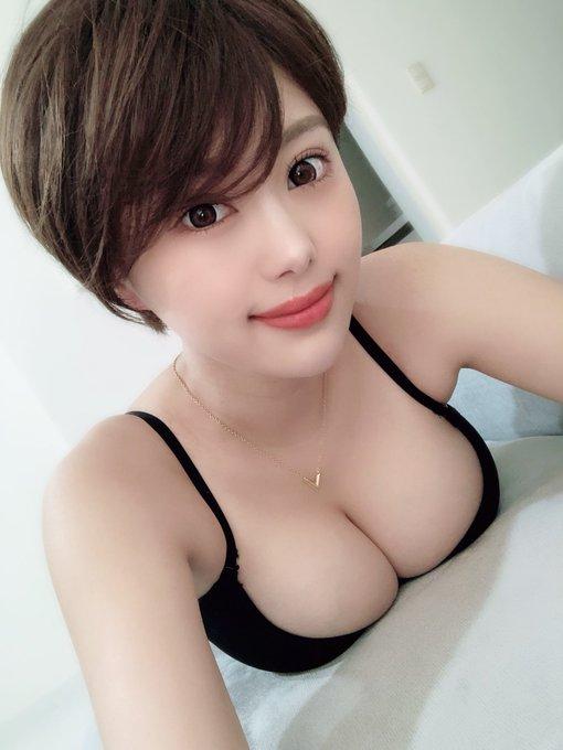 グラビアアイドル山本ゆうのTwitter自撮りエロ画像13
