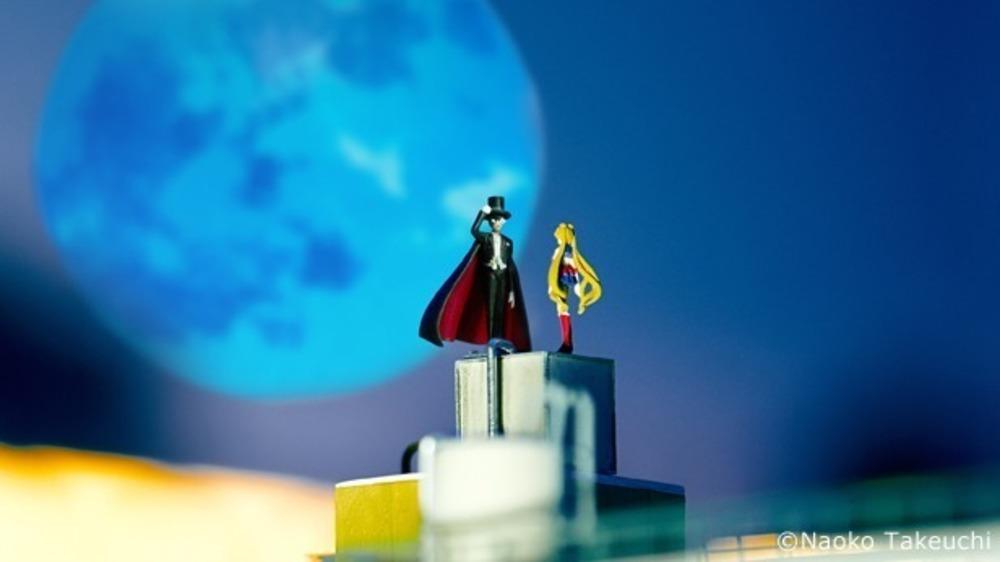 """屋内型ミニチュアテーマパーク「スモールワールズ」6/11に誕生""""1/80ミニチュア自分フィギュア""""がアニメ世界の住人になれる""""住民権""""付きプログラムも -"""