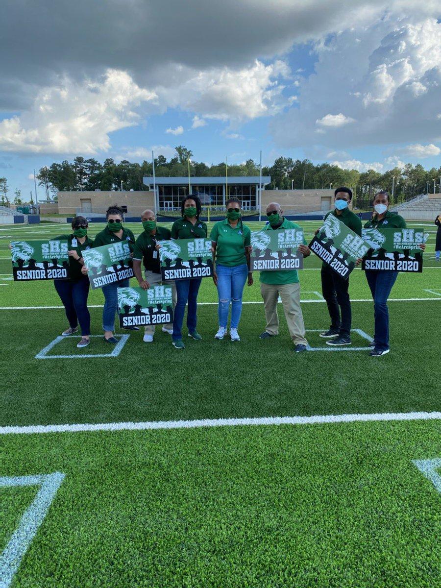Spring HS admin team celebrating our seniors at Planet Ford Stadium. Love working with this group! @SpringISD @SPRINGHIGHLIONS #mbybob https://t.co/fVB2utXHCp