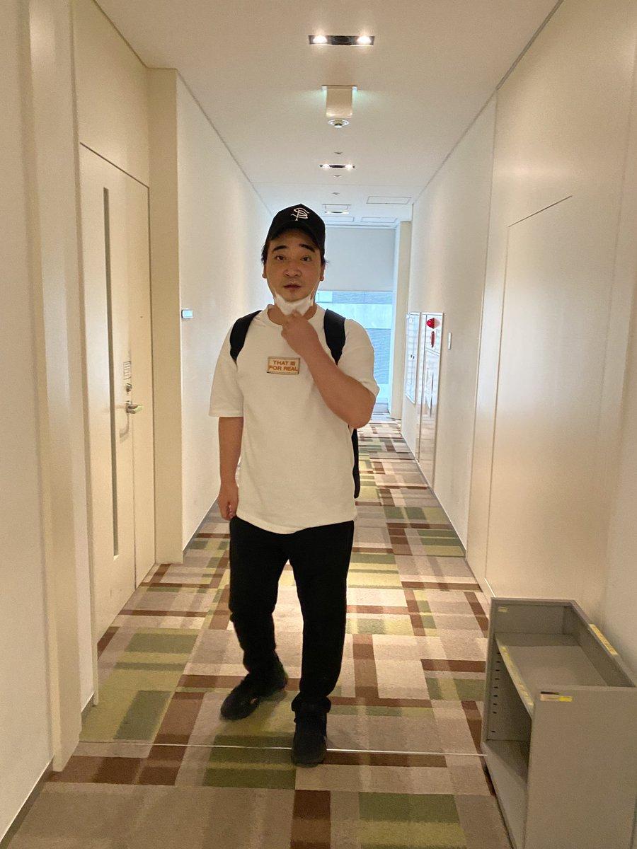 なぜか斉藤さんだけ楽屋用意されてなくてずっと廊下ウロウロしてたわら