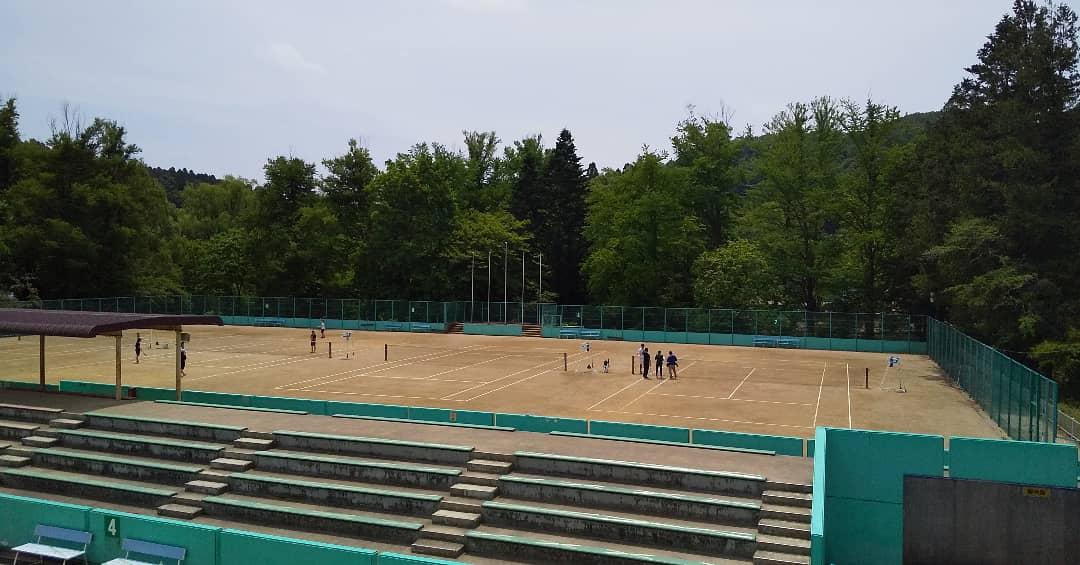 今日は、本来なら高総体の熱戦が繰り広げられていたはずの青葉山で打合せ。  仙台市協会では7月の市民総体(シニア)から大会を開催します。  ベテランのみなさんの大会で新たな運営方法を検討し、今後の試合も安全に楽しく大会ができるよう考えています。  #ソフトテニス #仙台ソフトテニス #撮影してた https://t.co/79VuugxFhs