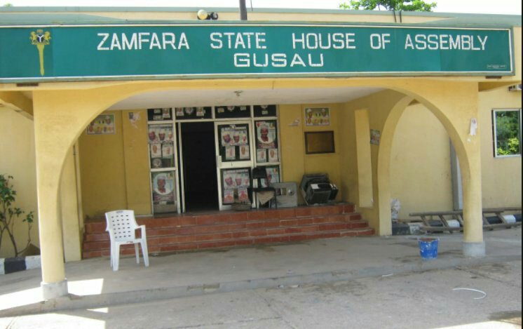 Zamfara StateHouse of Assembly has dissolved 14 local Council chairmen in the state following an emergency session, asking Governor Bello Mohammed Matawalle to appoint care takers chairmen. http://insidearewa.com.ng/zamfara-assembly-dissolves-14-lg-chairmen-demands-caretakers/…pic.twitter.com/kxo0KootdH