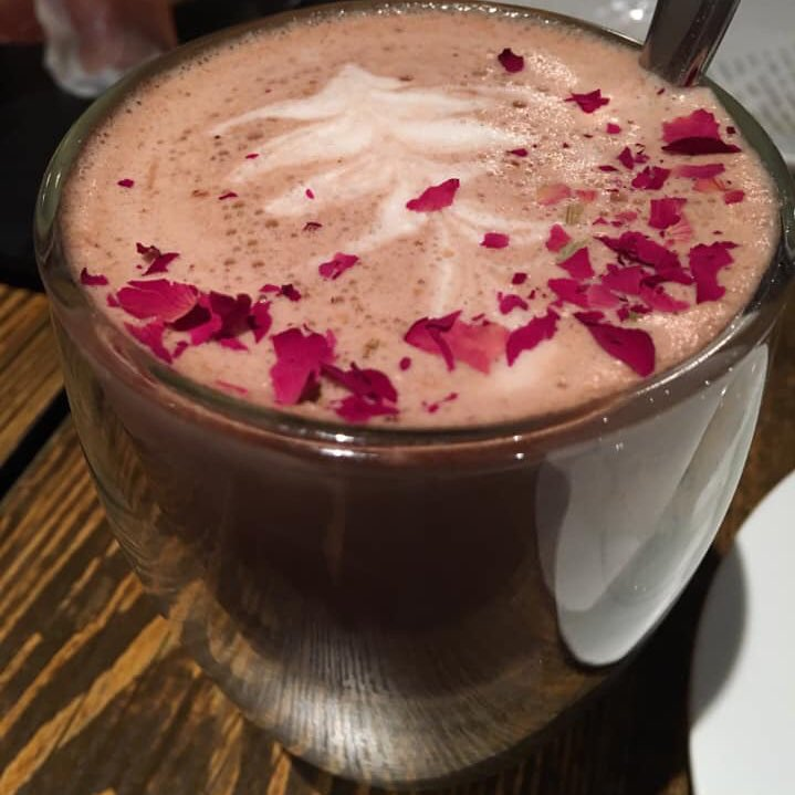 But before cats or dogs, I'm a #foodlovers  #rose #coffeepic.twitter.com/RqV2ba8iYG