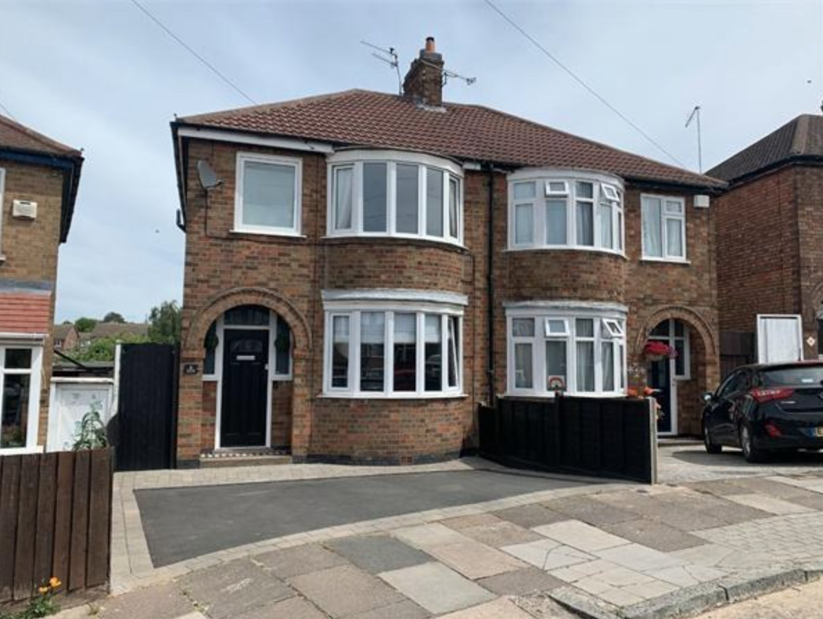 This Property will leave you spellbound! - With amazing entertaining space you will be left in no doubt that this property is the one!. Available in Aylestone for £245,000. Contact 01455 285555, or visit http://www.davidrobinsonestates.co.uk  for more information. #ForSale #Aylestonepic.twitter.com/Ymf3cae2u6
