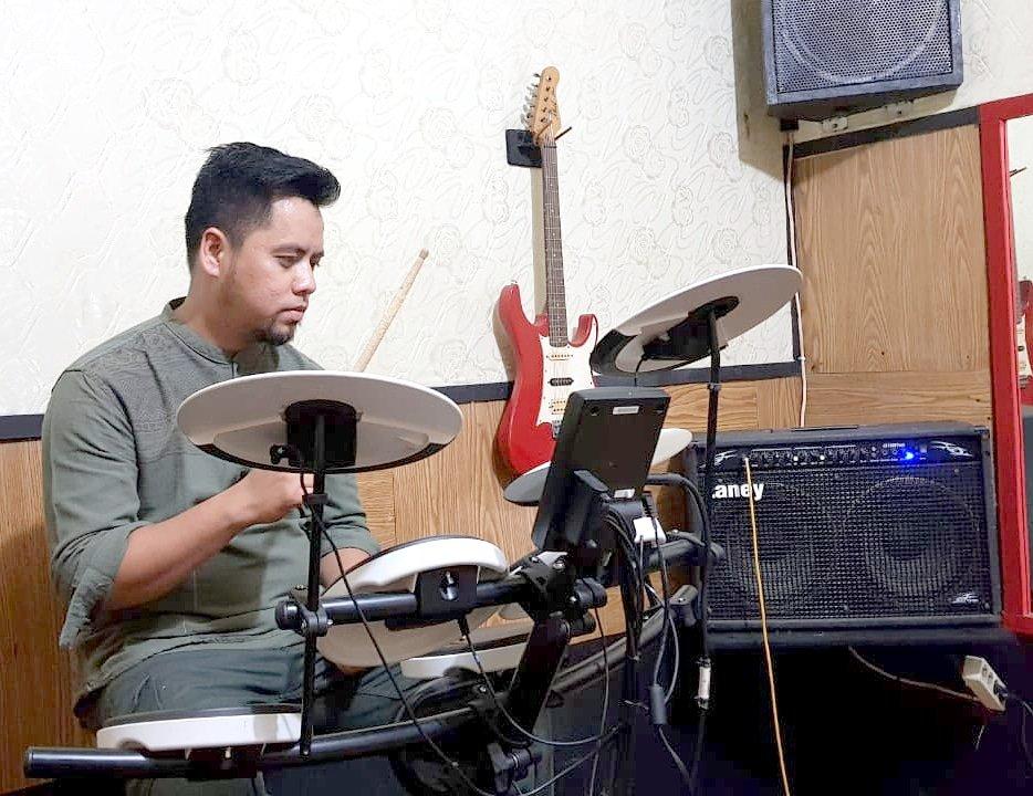 Ketukan di mulai dari 0 iya Kk @alferido ...  --------- Dengarkan lagu @adikband di @langitmusik @jooxid @deezer @spotify @itunes  _______ #adikband #religi  #allahulkafi #positivevibes #labelers_indonesia  #mdradio #lagureligi #covid_19  #lagupopindonesia  #dirumahsajapic.twitter.com/8doYmOyPTd