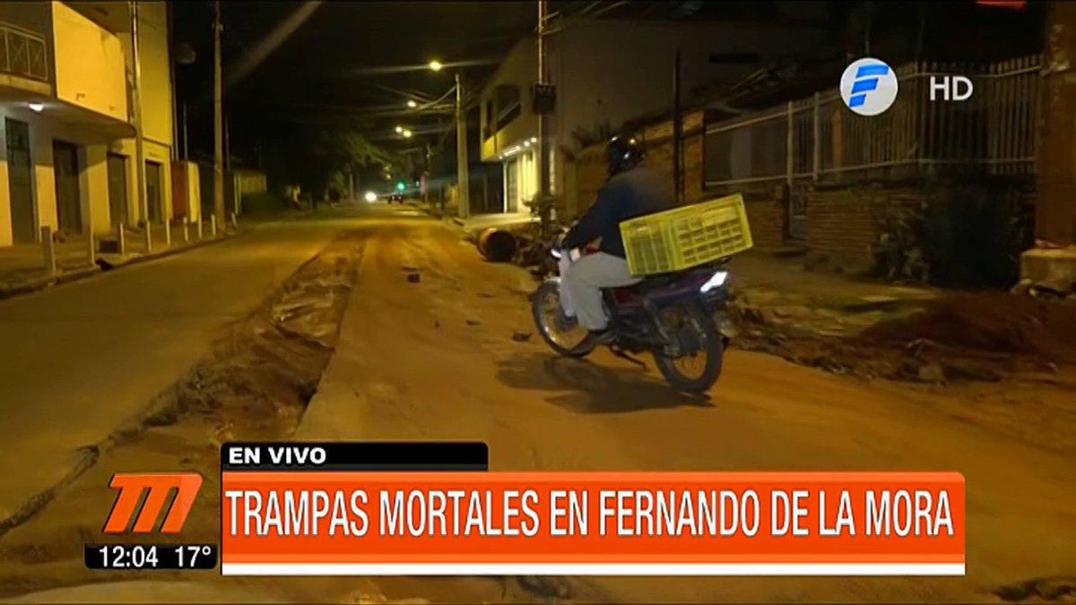 Los vecinos de un barrio de la ciudad de Fernando de la Mora denuncian que en la zona existen obras inconclusas sin señalización que podría ocasionar accidentes. Piden alguna solución al respecto. 🔴EN VIVO: https://t.co/t6FnHMTGqX  #TelefuturoPy #MeridianoPy #QuedateEnCasaPy https://t.co/XUNpfeI0GT