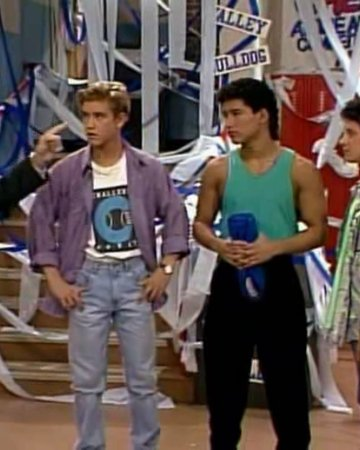Things got pretty serious in the Bayside - Valley prank war! #SavedByTheBell #SBTB https://t.co/8Je4q6dBqr