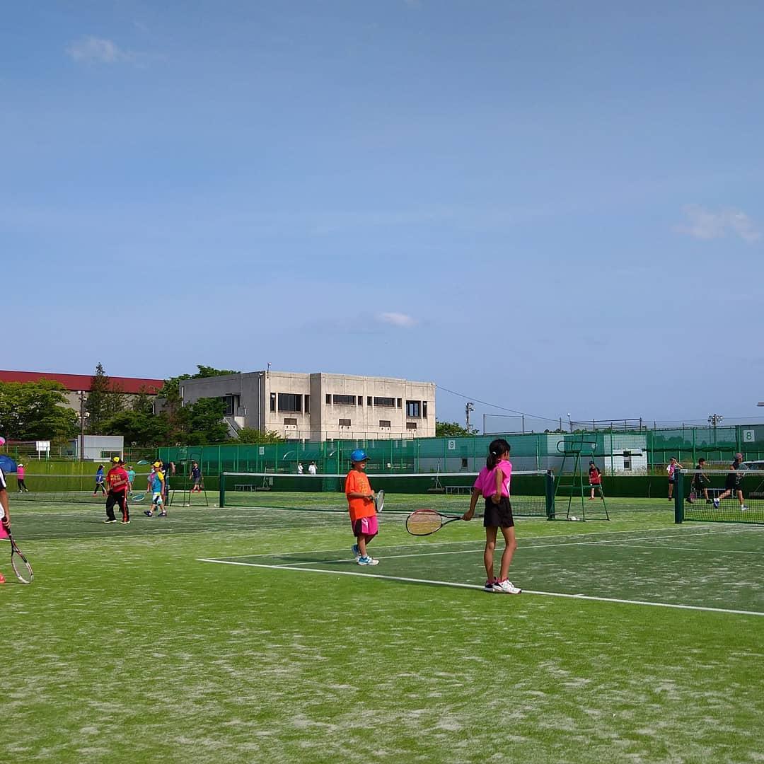 今日は泉コートで9時から17時まで練習! 暑い中頑張りました🙄 日焼け後が凄い😁 #ソフトテニス #ジュニア #泉コート #仙台東 https://t.co/vUNN5RCEeg