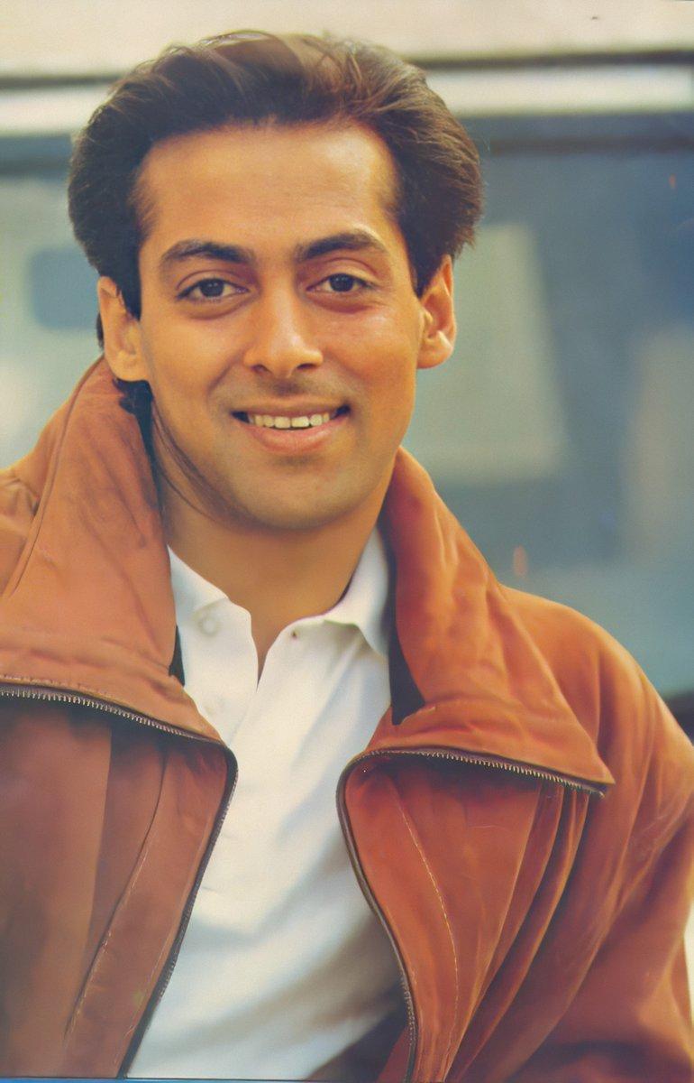 @BeingSalmanKhan @Flipkart @FrshGrooming Most handsome superstar of all time 😍😍😍😍