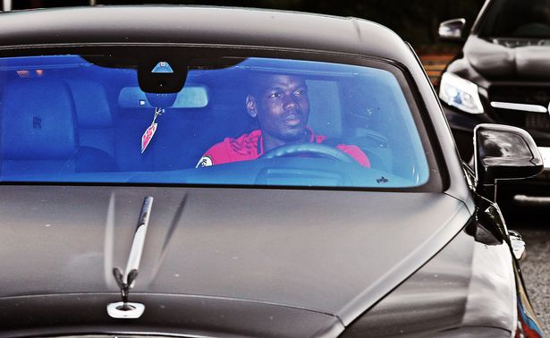 Pogba, Bruno and Solskjær arriving at Old Trafford for todays inter-squad friendly #mulive [mirror]