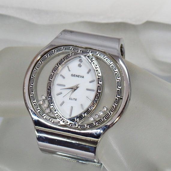 Ladies Watch. Silver Rhinestone Ladies Watch. Geneve Elite.  Blingy Women's Watch. Silver Rhinestone Watch. #Jewelry for Women. waalaa. #vintage #antique #shopping #jewellery #gifts #wedding #etsypic.twitter.com/8bjsmDXlFw
