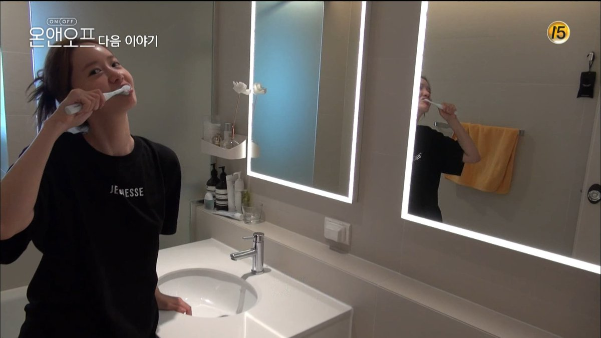 #YoonA_OnAndOff YoonA doesn't allow the show to reveal too much of her apartment, but did u realize this is 2 diff bathrooms? she was using the common bathroom to take the washing face vid on IG. another revelation on how careful she is with her privacy pic.twitter.com/6TZNqUKwpp
