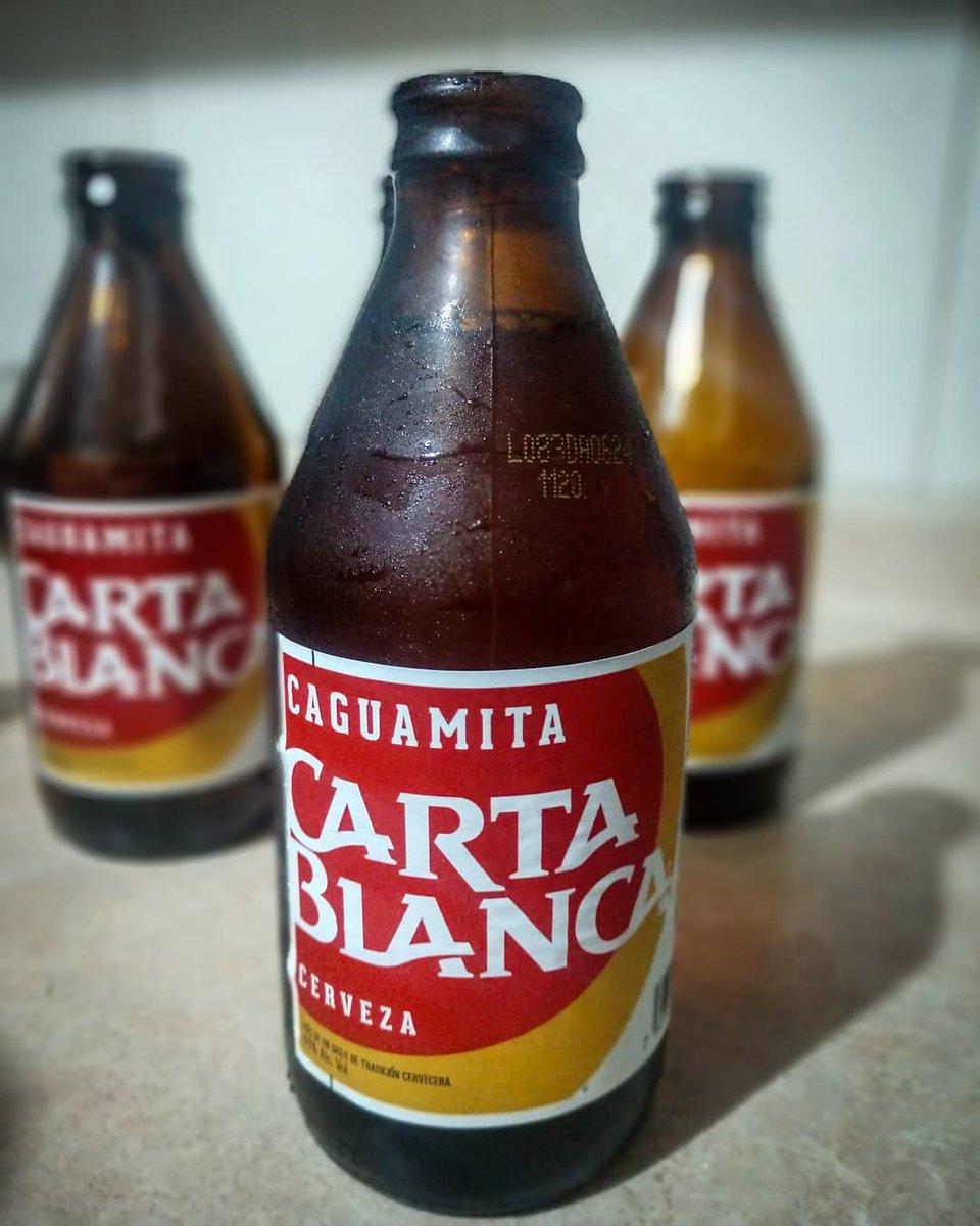 """Ya es sábado raza! 🍺, Hoy les presentamos estás caguamitas bebés, ¿Que opinan de ellas?   🍺 """"Caguamita"""" Carta Blanca  🏷 Clara  🥴 4.5% Alc. Vol. 💧 300ml 📍 Monterrey, N,L. MEX. 💸 $10 mxn aprox. c/u . . #beer #cerveza #clara #caguamita #CartaBlanca #monterrey #lordcerveza https://t.co/u7yxzgSaqW"""