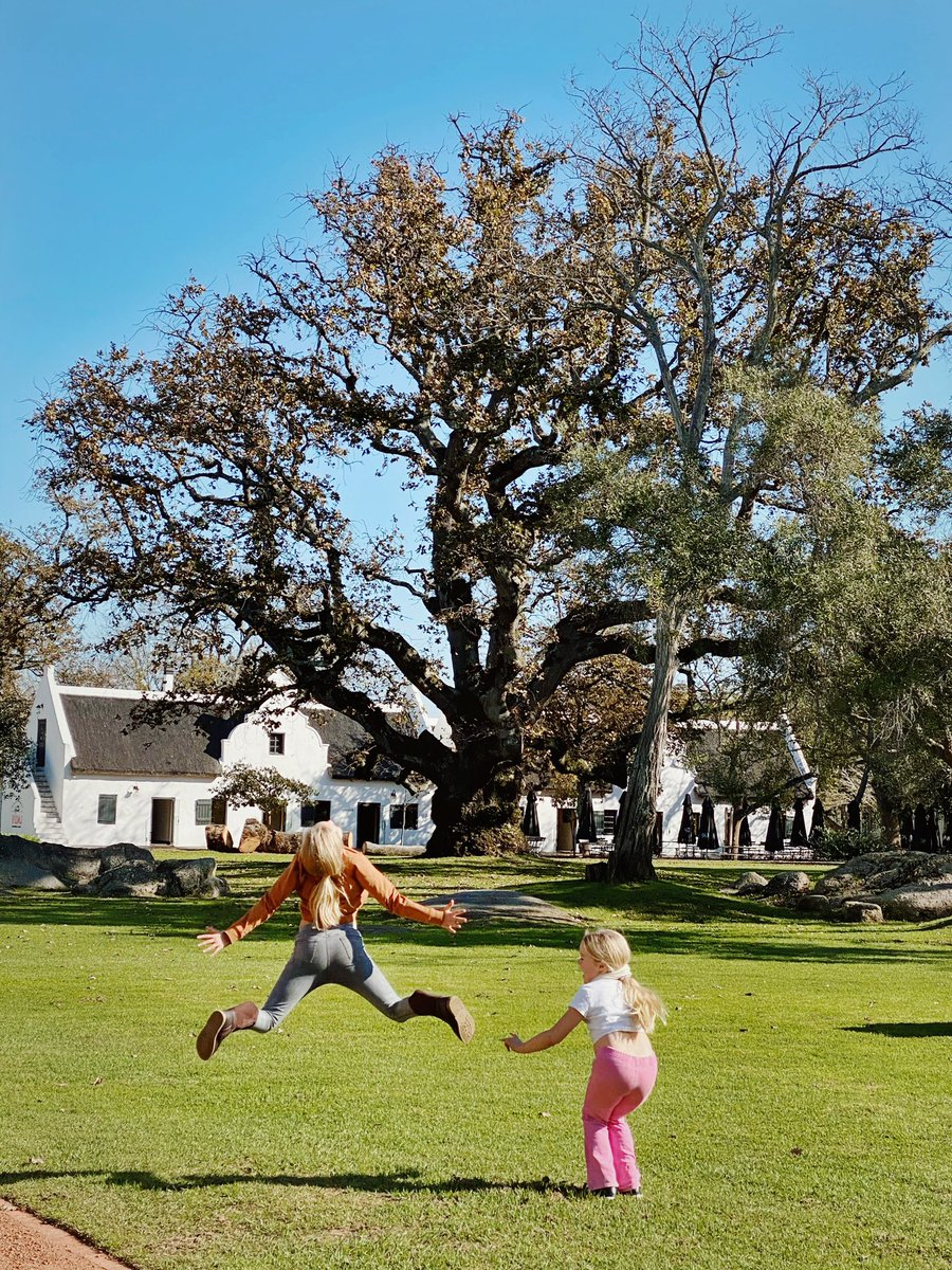Popped into @SpierWineFarm today for some takeout coffees, croissants and sourdough straight from the oven. Couldn't resist a little stroll to soak up some of the beauty and sunshine of this perfect winters day in the Winelands. #visitwinelands #stayhomesouthafrica https://t.co/6ojFnwBp8E