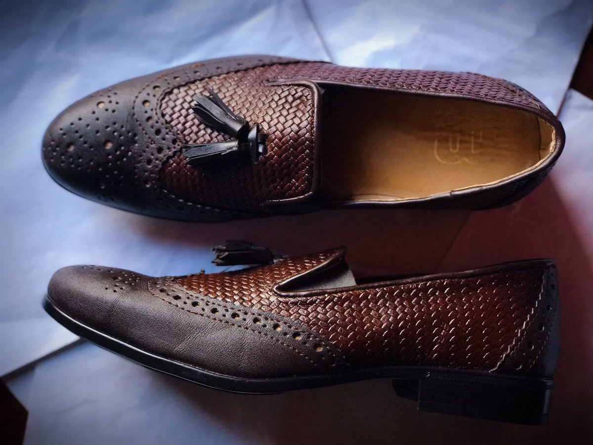 Beautiful Pairs  for @Sir_Kingpin  We make  quality, comfortable and beautiful footwear's. Available on Order in all sizes.  Please retweet   #mosescalceus #walkincalceus #handmade #madeinigeria #shoespic.twitter.com/yNJVdpMZ8H