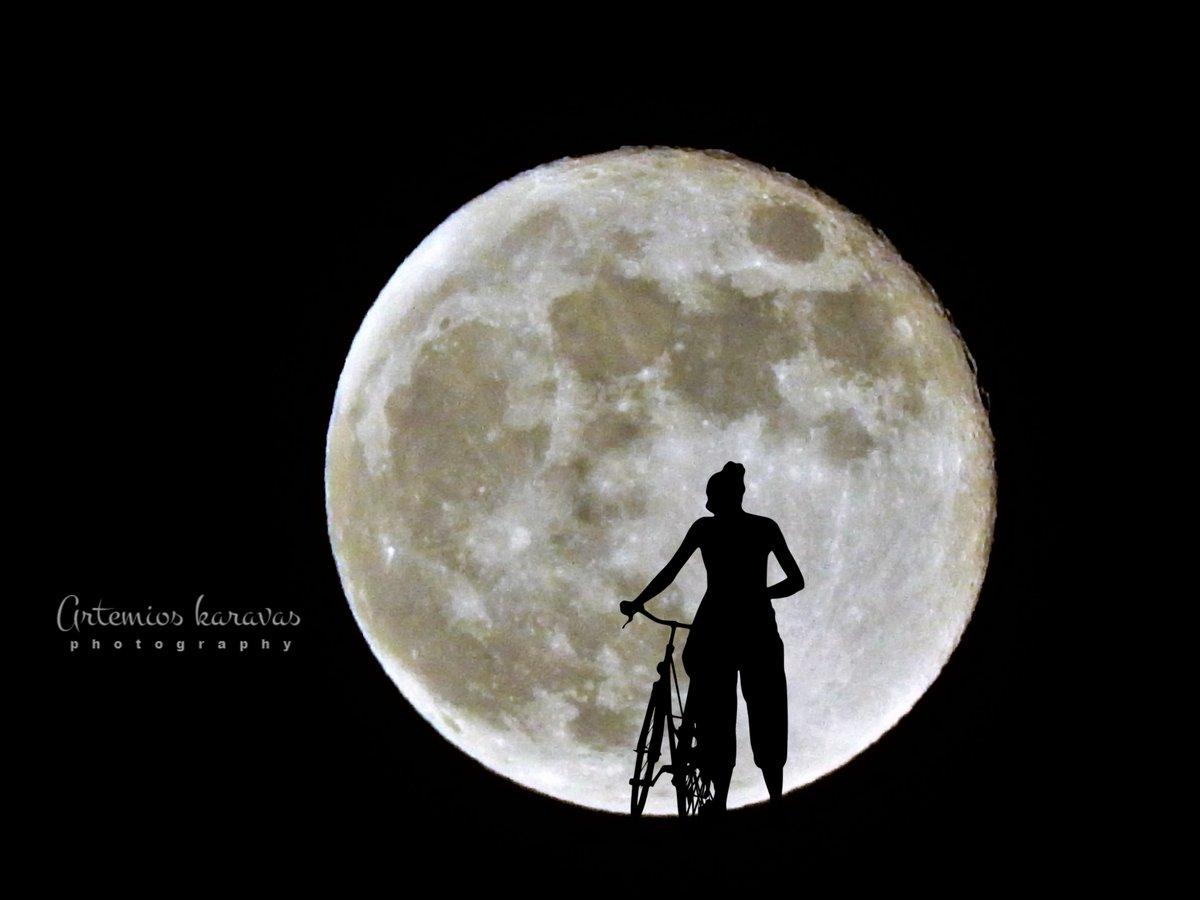 Καλό βράδυ . Η φωτογραφία βγήκε πριν λίγο στον Υμηττό ! #photooftheday #PhotosOfMyLife #Photography #Greece #Moon #supermoon2020 #Glyfada #Artemios_photos  photo artemios karavas ©pic.twitter.com/rIQPM3OWyK