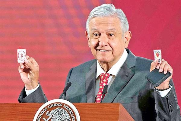 🔵 Dos presidentes se colocaron en una posición negacionista respecto a los efectos de la pandemia, mientras que la gran mayoría de países latinoamericanos asumían medidas de confinamiento bit.ly/3dDJeBm ✍ Por Fabián Vallas Trujillo