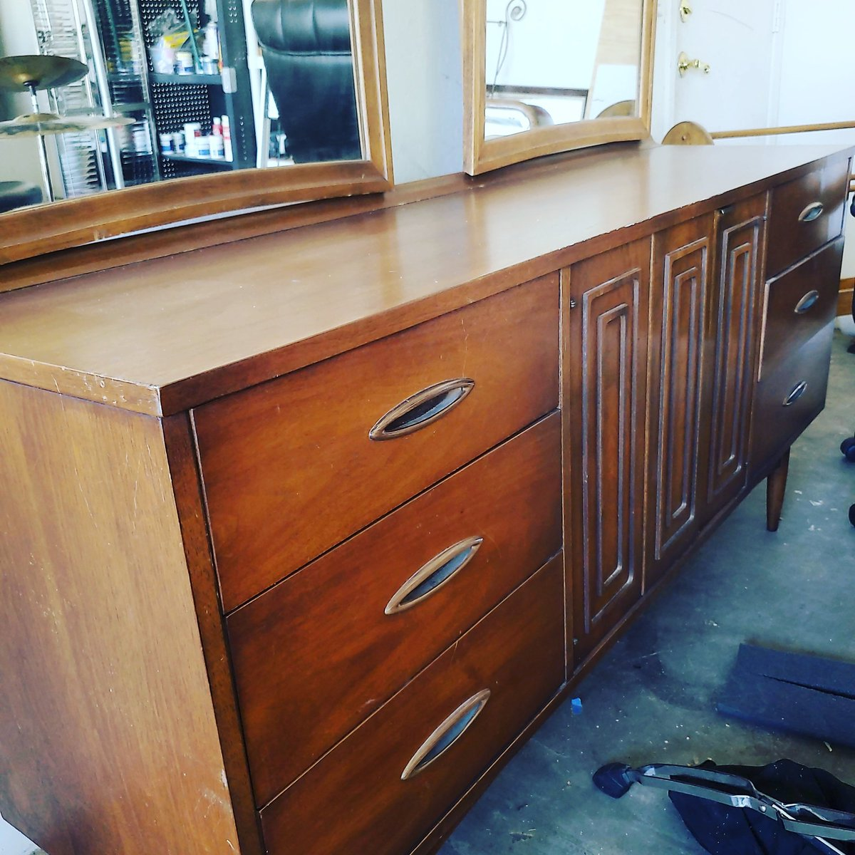 Not even going to paint this beauty. She is lovely just the way she is! Available in Phoenix, AZ!  #MCM #midcenturymodernhome #midcenturymoderndecor #midcenturyhome #midcenturyfurniture #midcenturystylepic.twitter.com/VltZkR6wbi